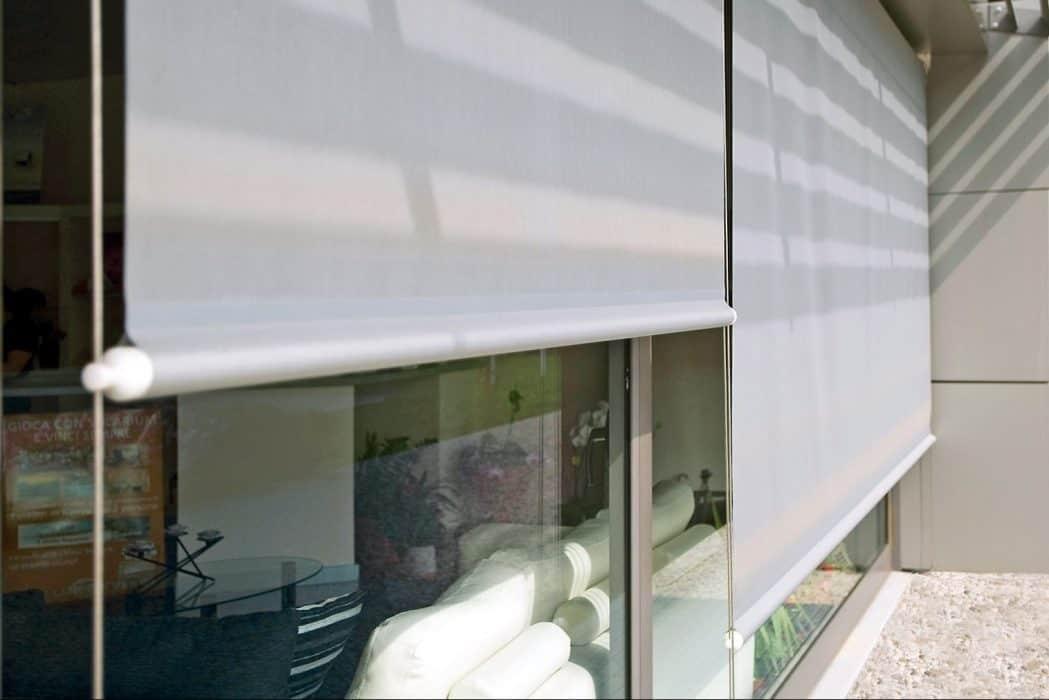 Toldo vertical guiado dexterior soluciones valladolid - Toldos verticales enrollables ...