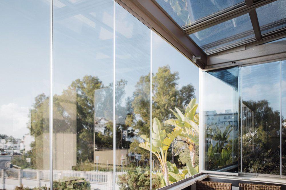 Cuidados básicos para una cortina de cristal