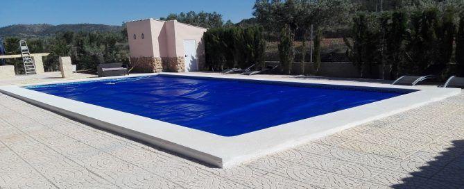 elegir lona para proteger tu piscina