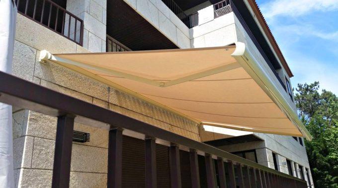 El toldo extensible puede colocarse en balcones y ventanas
