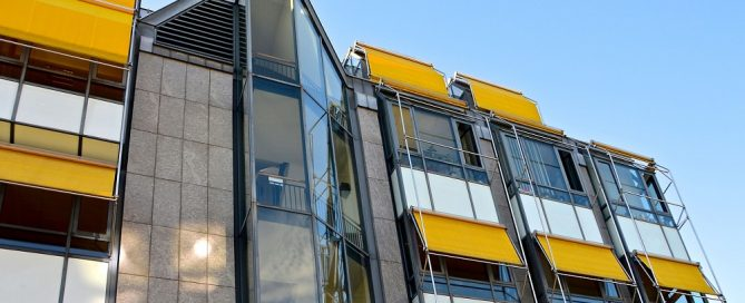 Escoger toldos para balcones y ventanas