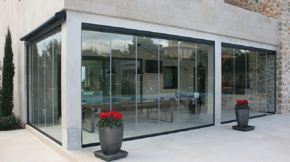Cerrar patio con cortina de cristal