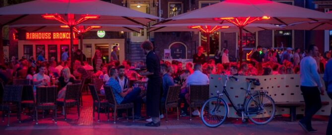 Mejores tipos de parasoles para hostelería