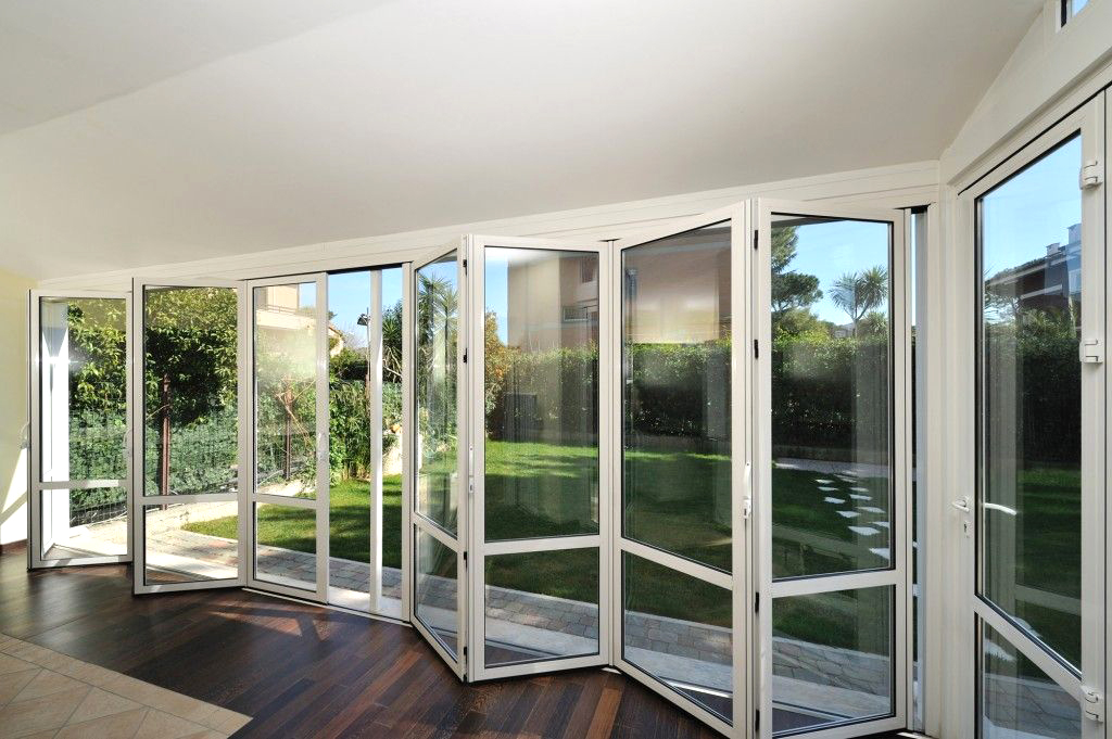 las puertas plegables son la mejor opción para tu salón
